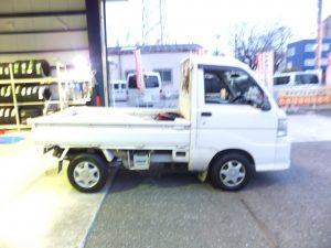 横浜市瀬谷区S様より、軽トラックダイハツハイゼットのタイヤ交換を承りました