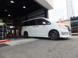 ホンダステップワゴンの大和市K様より、タイヤ交換を承りました。