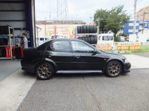 大和市S様より、三菱ランサーエボリューションのタイヤ交換を依頼されました。