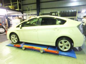 大和市H様 プリウスのタイヤ交換で5万円のお得!「同じタイヤが安く替えられてホント助かります」