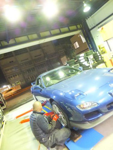 横浜市戸塚区S様 マツダRX7のタイヤ交換を承りました。