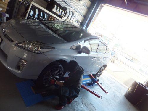 横浜市瀬谷区T様 トヨタプリウスのタイヤ交換を承りました。