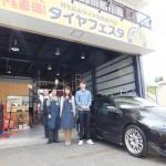 横浜市瀬谷区T様 ホンダCR-Z「初めてのタイヤ交換を相談したら親身になって対応」スタッフとパチリ♪