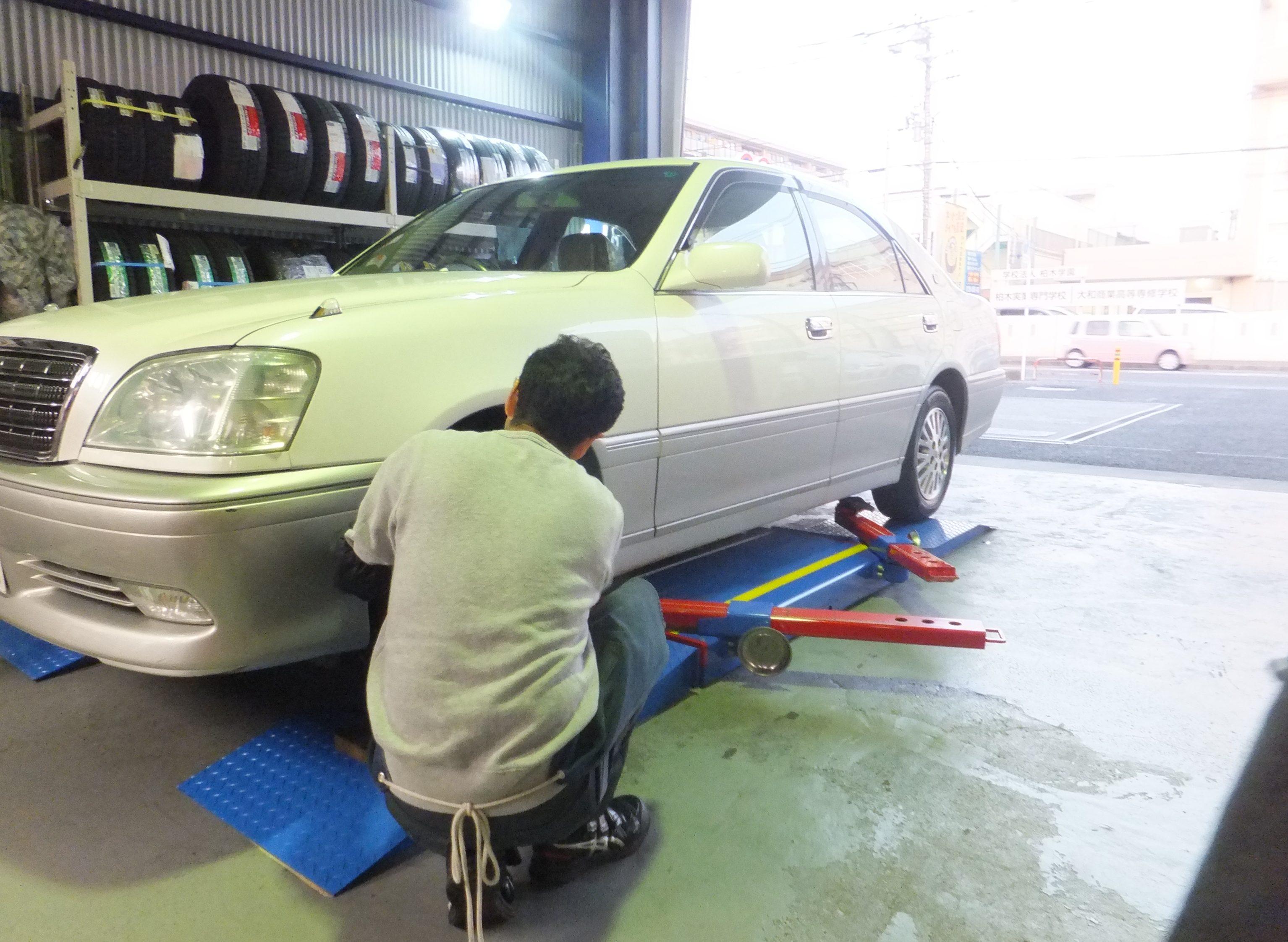 藤沢市K様 トヨタクラウンのタイヤ4本交換を承りました。