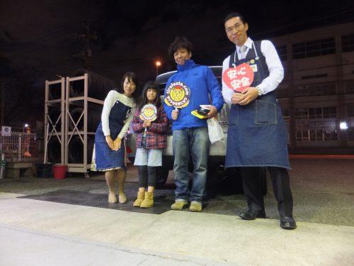 横浜市瀬谷区H様 トヨタハリアーのタイヤ交換でスタッフとパチリ♪