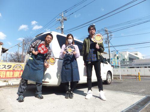 横浜市瀬谷区N様 セレナのタイヤ交換で15,000円以上のお得!スタッフとパチリ♪