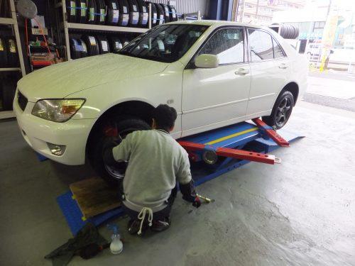 大和市O様 トヨタアルテッツァのタイヤ交換を承りました!