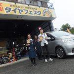 茅ヶ崎市I様 日産セレナのタイヤ交換で1万円以上のお得!スタッフとパチリ♪
