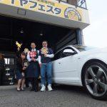平塚市M様 アウディA3「ディーラー見積り提示額より6万安かった」スタッフとパチリ♪