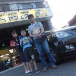 町田市O様 マツダMPVのタイヤ交換で半額・5万円以上のお得!!スタッフとパチリ♪
