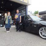 高座郡寒川町 T様 BMWのタイヤ交換で5万円以上のお得!スタッフとパチリ♪