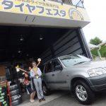 藤沢市Y様 ホンダCRV タイヤフェスタ込み込みセットでタイヤ交換(^^♪スタッフとパチリ