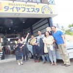 広がるご紹介の輪♡横浜市緑区O様 日産キューブのタイヤ交換でスタッフとパチリ♪