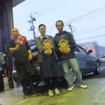 海老名市K様 アウディA4のタイヤ交換で3万円以上のお得!スタッフとパチリ♪