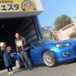 横浜市西区S様 スバルBRZのタイヤ交換でスタッフとパチリ♪「作業が素早く安心して車を預けられた」
