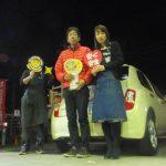 横浜市瀬谷区I様 日産マーチのタイヤ交換で約17,000円のお得!スタッフとパチリ♪