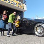 横浜市瀬谷区M様 BMW420 のタイヤ交換でスタッフとパチリ♪