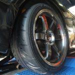大和市N様 スカイラインGT-R ネットでタイヤを購入して3万円以上の節約!「リフトがあるので安心です」