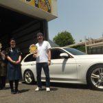 藤沢市N様 BMW320iのタイヤ交換でスタッフとパチリ♪「フロントのみで2万円の節約!!」