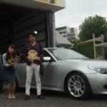 相模原市T様 BMWのタイヤ交換で約20万円の節約!!スタッフとパチリ♪