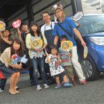 広がるご紹介の輪♪小田原市S様 スズキソリオのタイヤ交換 ネットでタイヤを買って2万円の節約!!スタッフとパチリ♪