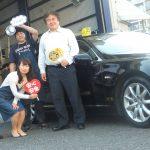 4回目のご利用♪大和市W様 レクサスLSのタイヤ交換でスタッフと一緒にパチリ!!