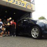 相模原市S様 マツダMPVのタイヤをネットで買って約3万円の節約!!スタッフとパチリ♪