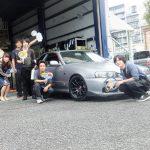 広がるご紹介の輪♪大和市S様 日産スカイラインER34のタイヤ交換でスタッフとパチリ!!