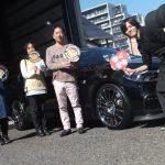 横浜市神奈川区K様BMW5シリーズのタイヤ交換後スタッフとパチリ♪