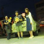 座間市F様 エクストレイルT30 ネットでタイヤを買って約2万円の節約♪スタッフとパチリ!!