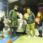 2回目のご利用♪ 横浜市旭区I様 マツダアクセラスポーツのタイヤ交換でスタッフとパチリ♪