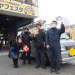 軽自動車キャンペーン!!横浜市旭区M様 スバルサンバー「当日の対応・値段とても満足です。助かります。」スタッフとパチリ♪