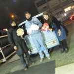 横浜市泉区M様 日産キューブキュービックのタイヤ交換でスタッフとパチリ♪