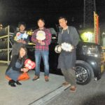 広がるご紹介の輪♪横浜市K様 ホンダN-BOXカスタム 「大変気持ちの良いお店です。今後もお世話になります」スタッフとパチリ♪