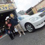 広がるご紹介の輪!!大和市K様トヨタセルシオのタイヤ交換でスタッフとパチリ♪