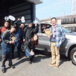 藤沢市I様 BMWX5のタイヤ交換でスタッフとパチリ♪「親切ですね」