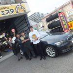 大和店♪横浜市旭区A様BMW330iのタイヤ交換でスタッフとパチリ♪決め手は「近さ・安さ・予約のしやすさ!!」