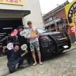 湘南平塚店!茅ヶ崎市Y様 フォードエクスプローラー 「メルカリでタイヤを買って3万円以上の節約」スタッフとパチリ♪