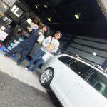 大和店♪大和市T様 フォルクスワーゲン ゴルフ ヴァリアント タイヤをネットで買って3万円以上の節約!!スタッフとパチリ♪