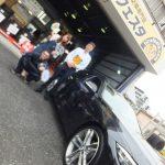 大和市S様 BMWのタイヤ交換でスタッフとパチリ♪