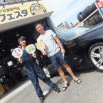 大和店O様 BMW3 ネットでタイヤを買って10万円以上の節約!!スタッフとパチリ♪