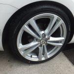 大和店♪大和市T様VWゴルフヴァリアントのタイヤ交換 ネットでタイヤを買って3万円以上の節約!!スタッフとパチリ♪