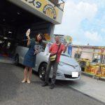 国立市M様 トヨタエスティマのタイヤ交換でスタッフとパチリ♪「良い店でした!!」