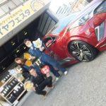 大和店♪横浜市戸塚区T様トヨタC-HRのタイヤ交換でスタッフとパチリ♪ネットでタイヤを買って2万以上の節約!!