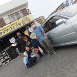 大和店♪横浜市瀬谷区N様スバルレガシィツーリングワゴンのタイヤ交換でスタッフとパチリ♪タイヤをネットで買って約7万円の節約!!