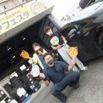 大和店♪藤沢市M様お得なコミコミセットでトヨタプリウスのタイヤ交換♪スタッフとパチリ♪