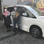 湘南平塚店♪平塚市 S様 日産 セレナのタイヤ交換♪スタッフとパチリもご一緒に!タイヤをネットで買って¥20,000~¥30,000の節約!!