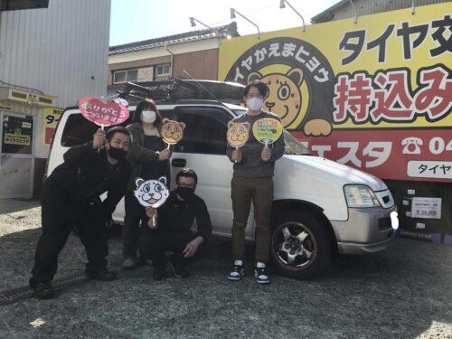 湘南平塚店♪茅ヶ崎市 K様 ホンダ ステップワゴン のタイヤ交換♪スタッフとパチリもご一緒に!「接客がよく、作業がモニタで確認できるため安心しました。」