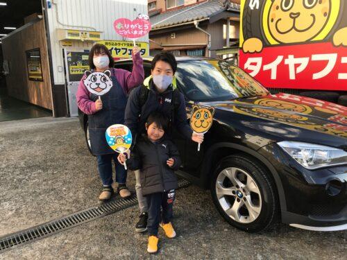 湘南平塚店♪平塚市 M様 BMW X1のタイヤ交換♪スタッフとパチリもご一緒に!「ネットでタイヤを購入して¥30,000以上お得に」!