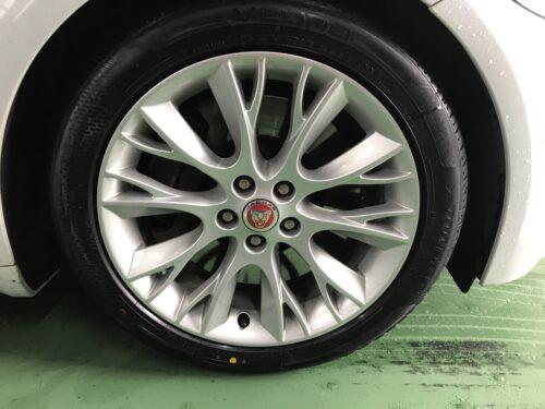 湘南平塚店♪ ジャガーXFのタイヤ交換を承りました♪「ネットでタイヤを購入して¥30,000以上お得に」!